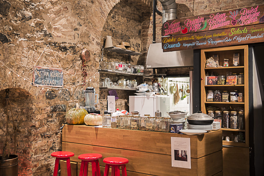 L'intérieur de Communitu kitchen, restaurant vegan à Istabul