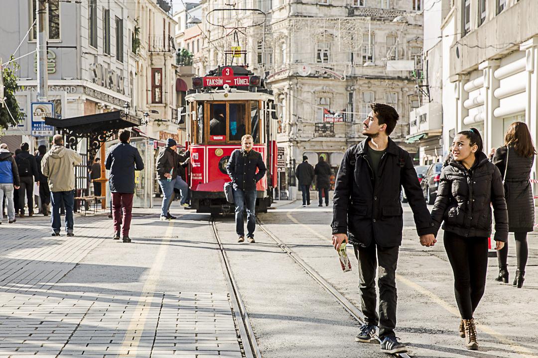 Visiter Istanbu: le vieux tram sur Istiklal,