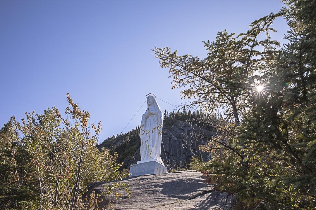 Notre Dame du Saguenay veille sur le fjord