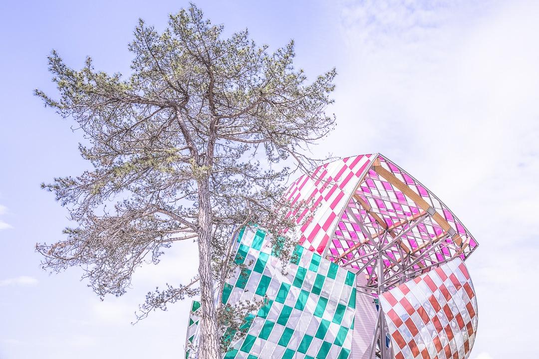 Fondation Louis Vuitton colorisée par Daniel Buren