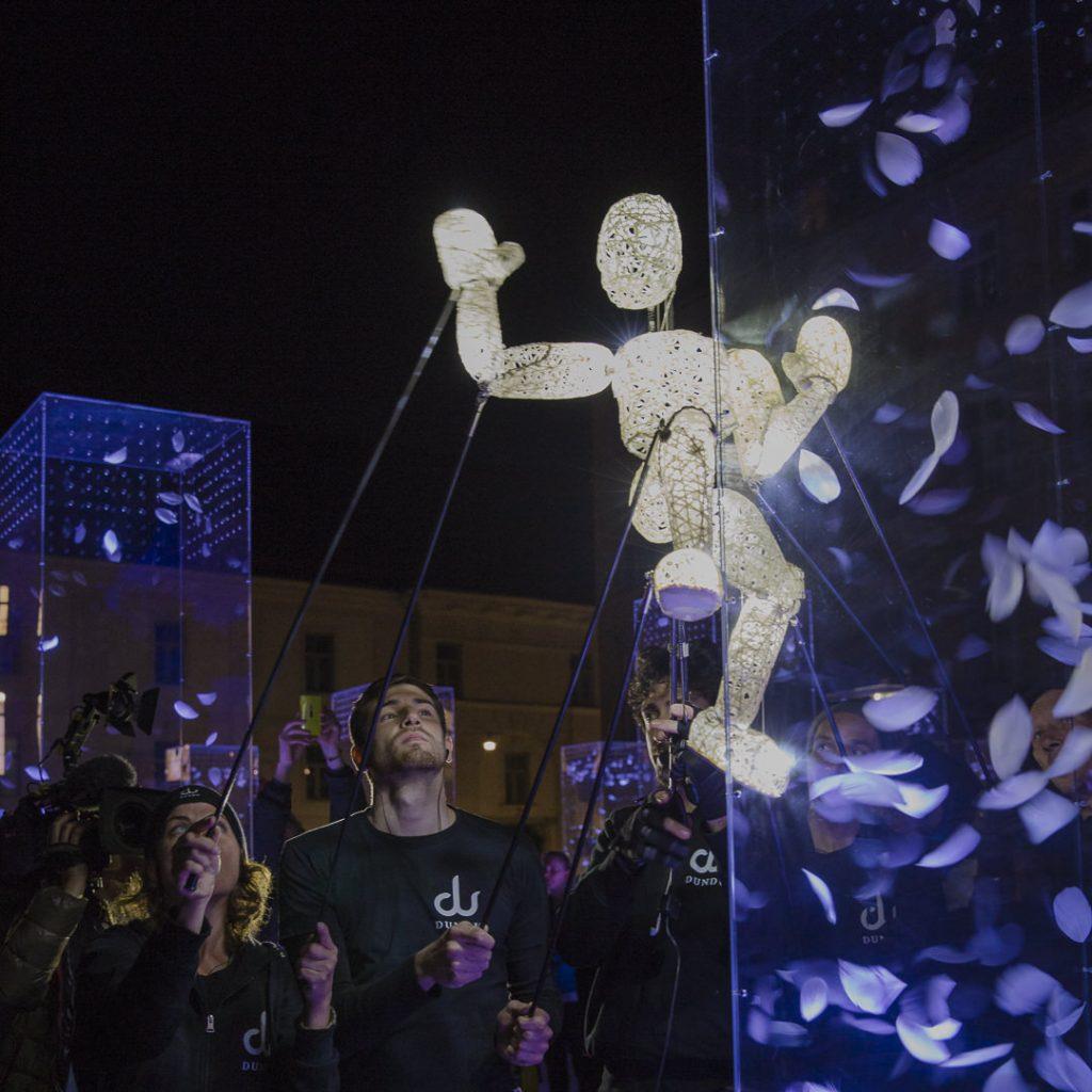 La compagnie allemande Dundu dans les rues de Graz lors de la fête des lumières - Autriche