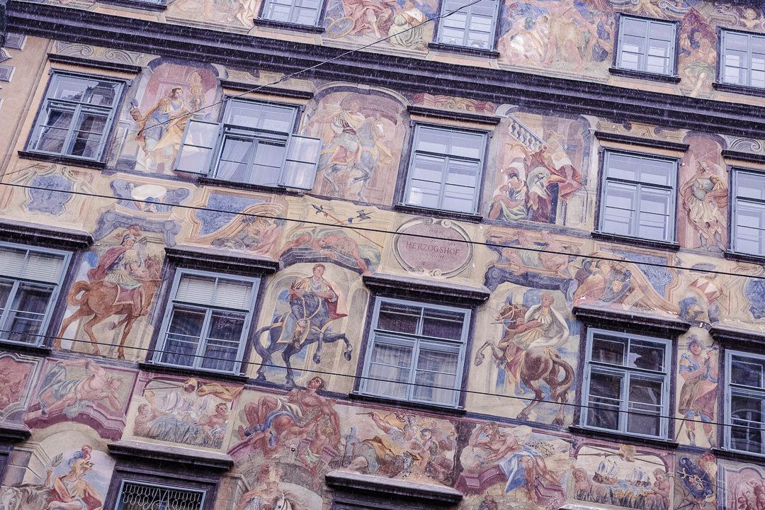 Façade Herzoghof sur Herrengasse à Graz peinte par Johan Mayer en 1742