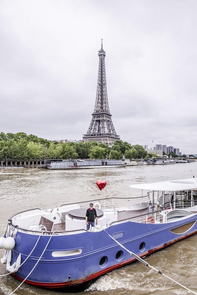 Inondations de Paris 2016 - Joséphine en peine sur la passerelle Debilly