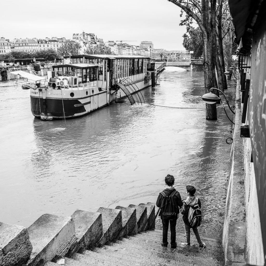 Deux enfants - Inondations 2016