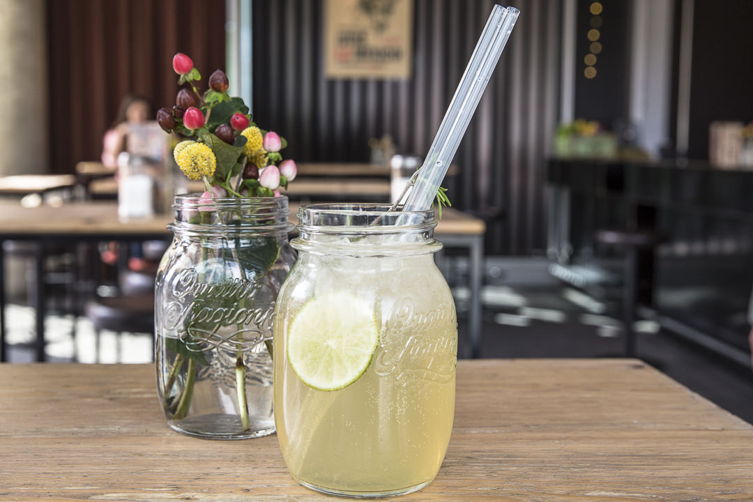 Boire une limonade au club Waranga