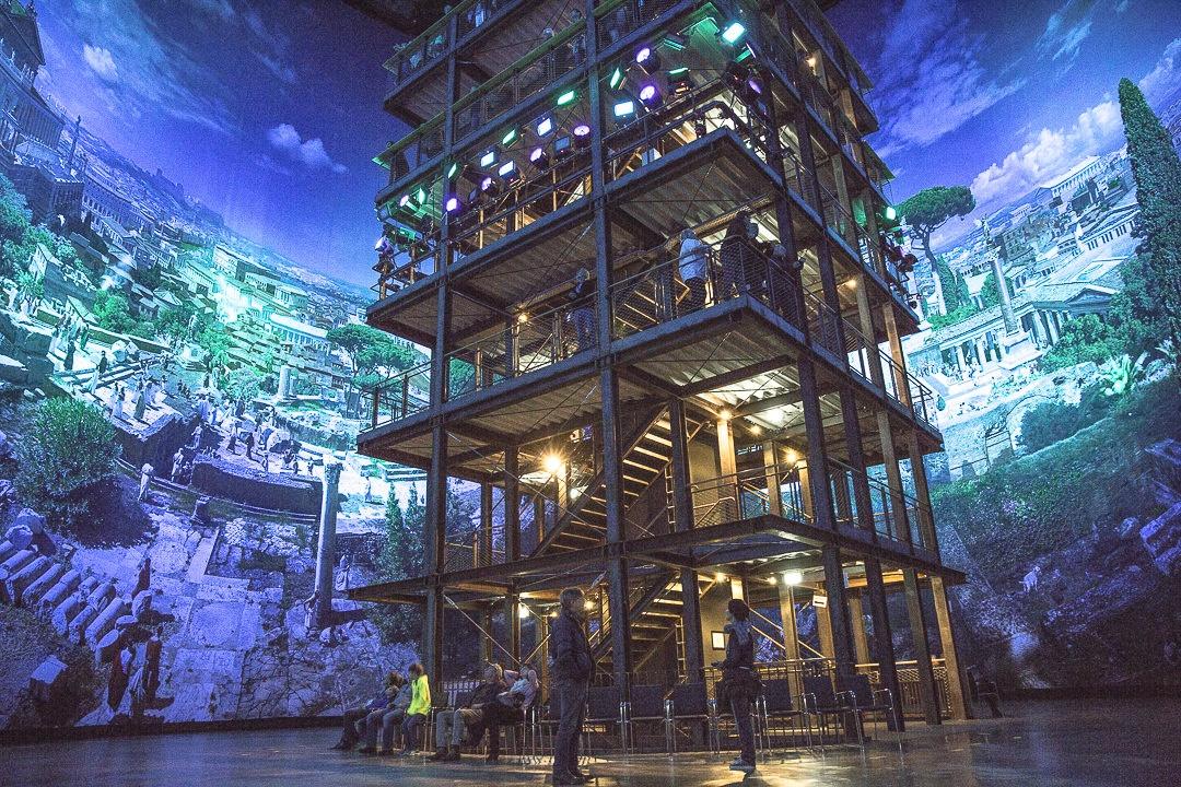 Au centre du gazomètre, une tour permet de voir tous les détails de la toile du panorama de Pforzheim haute de plus de 15m.