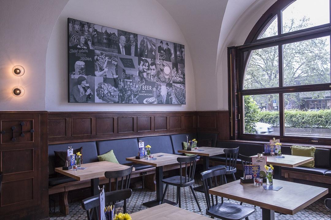 La salle de la brasserie schlosskeller à Pforzheim au Bade-Wurtemberg en Allemagne