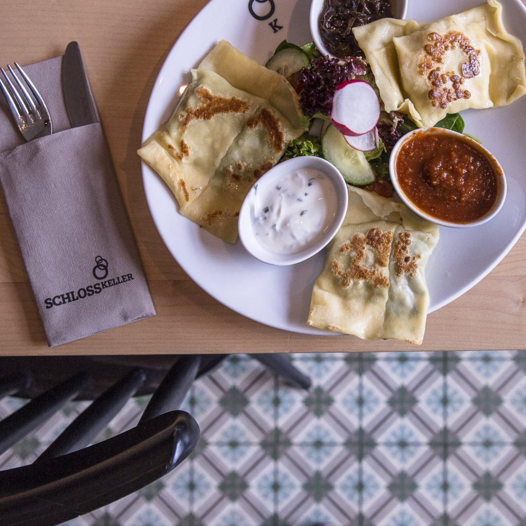 Les maultaschen de la brasserie schlosskeller à Pforzheim. Ces raviolis sont une spécialité souabe. A tester au Bade-Wurtemberg