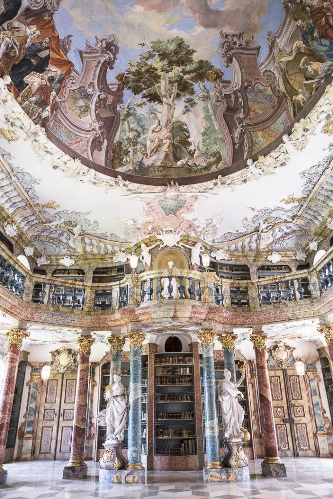 le plafond de l'abbaye de Wiblingen - Ulm, allemagne