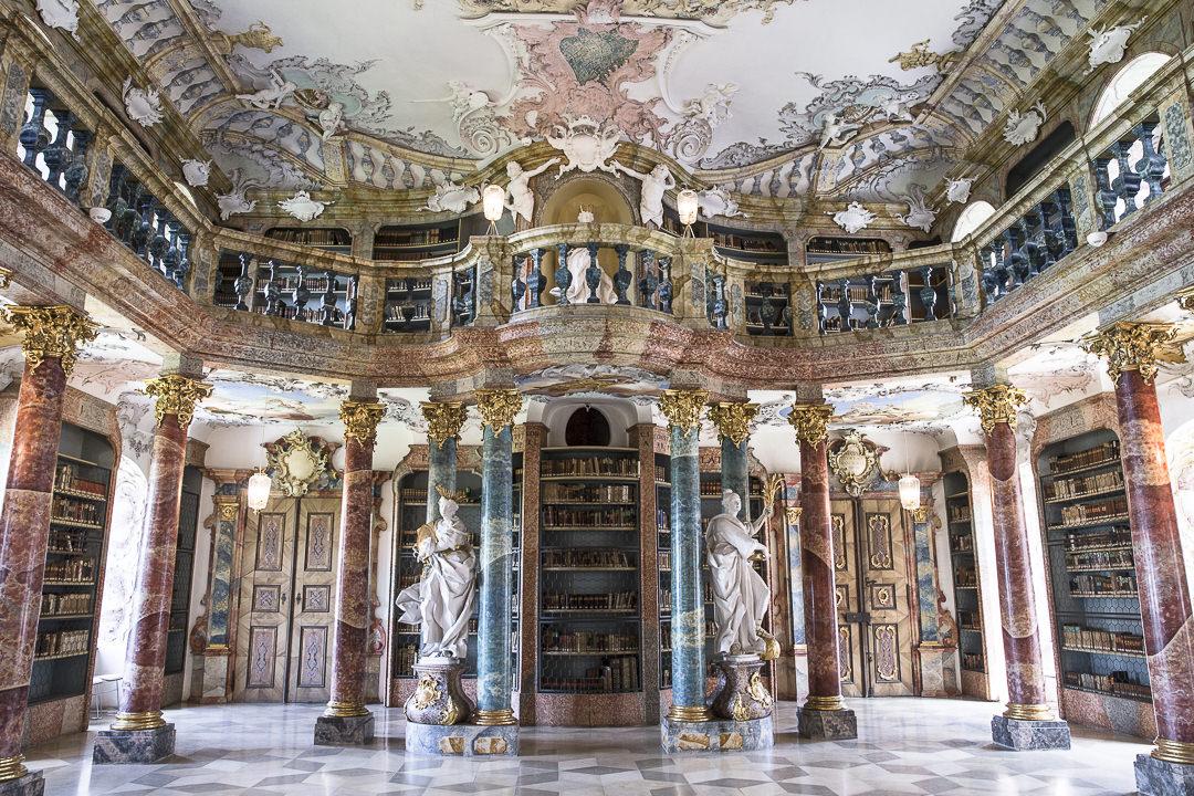 La bibliothèque de l'abbaye de Wiblingen à Ulm - Allemagne