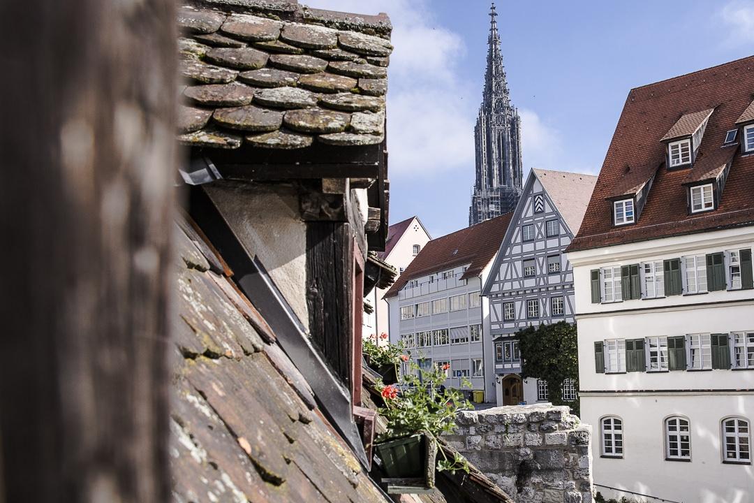 Vue sur les rues pavées de Ulm depuis l'hotel penché - Allemagne