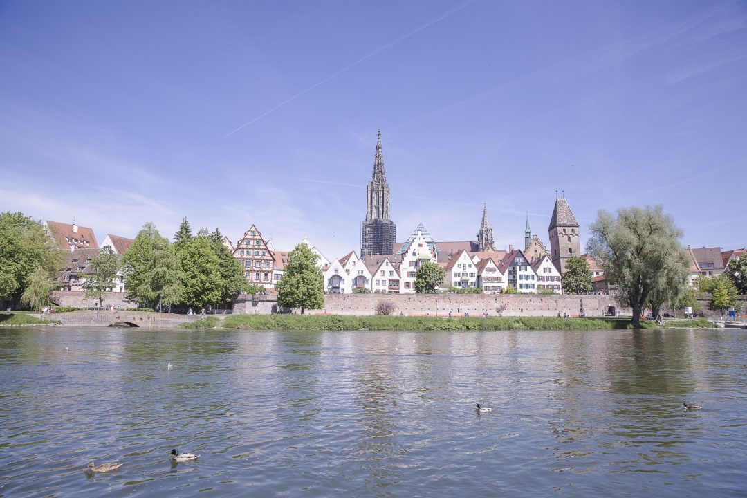 Vue sur la cathédrale de Ulm depuis les bords du Danube