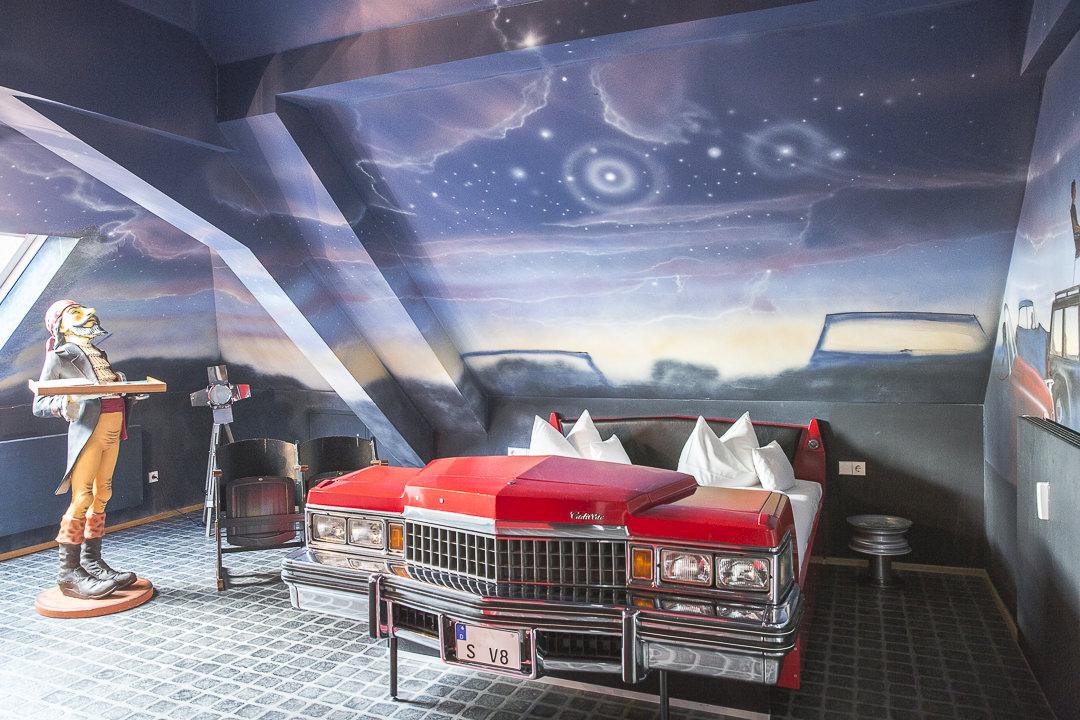 La chambre Cadillac de l'hotel V8