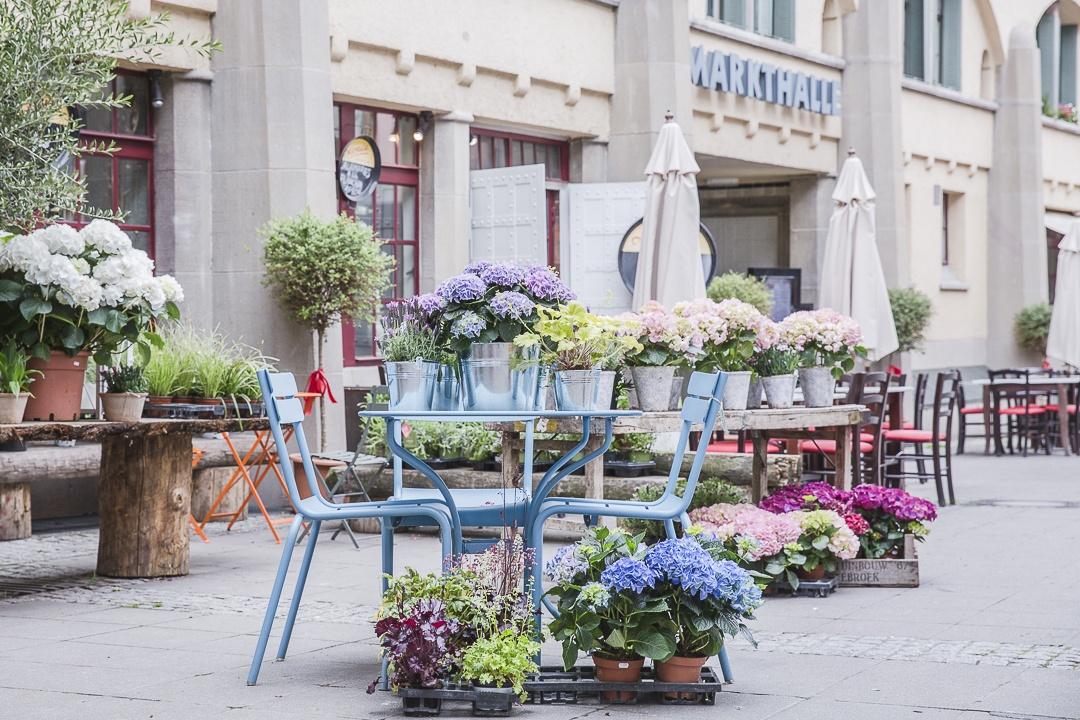 Devant le marché de Stuttgart de style art nouveau
