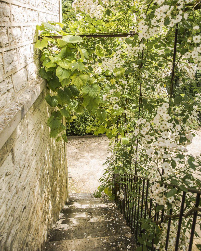 Escalier de l'atelier de Pierre-Auguste Renoir vu de l'intérieur