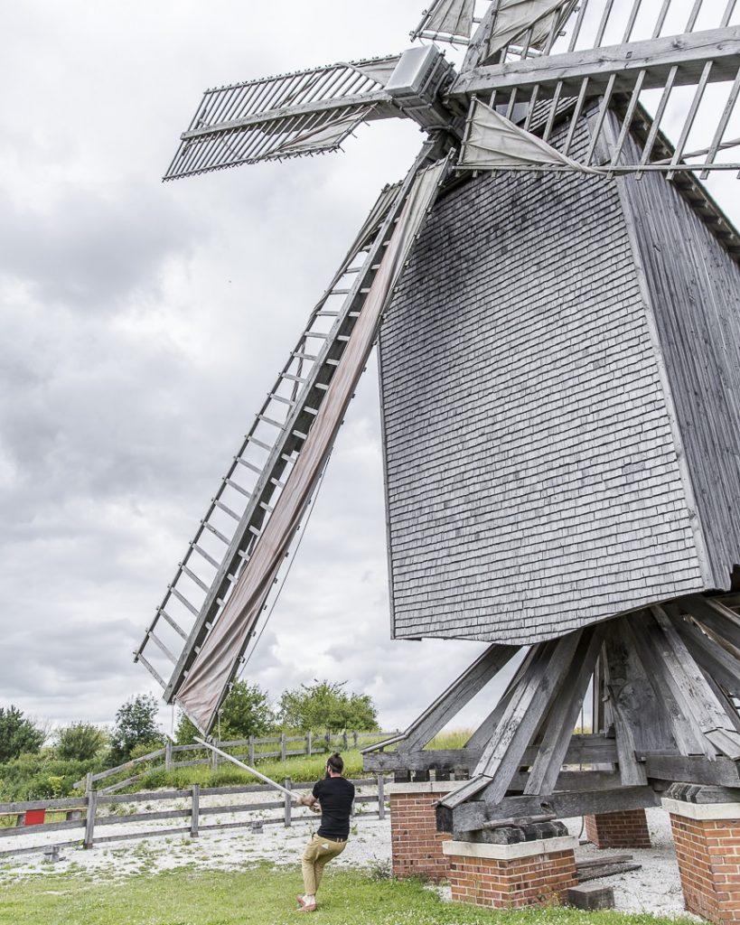 On range les pales du moulin