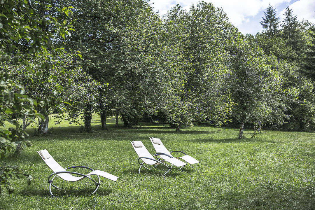 Jardins de l'hotel restaurant la source bleue dans la Haute Marne en Champagne