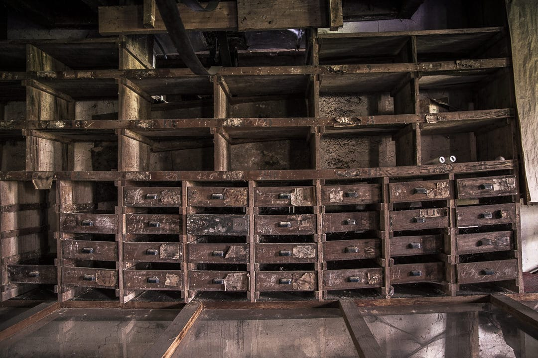 Intérieur brut datant du début du 207me siècle au moulin de la fleuristerie en Haute Marne - France