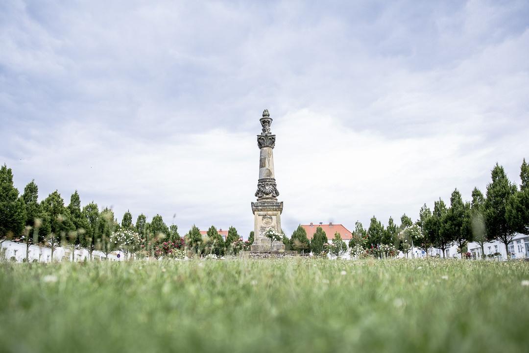 L'obelisque de Putbus, ile Ruegen sur la mer baltique en Allemagne