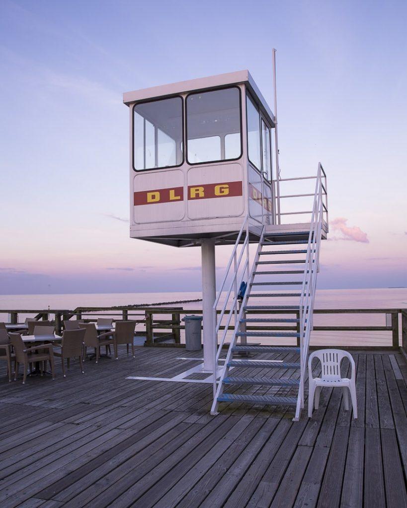 ruegen-mer-baltique-allemagne-cabine-de-surveillant-de-baignade-oostbad-sellin