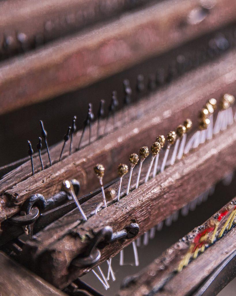 La fabrication des pistils des fleurs en tissus - Moulin de la fleuristerie en Haute Marne - France