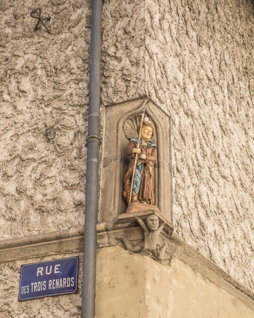 3 jours dans la Loire : Détail d'une façade à Saint rambert - Loire, France