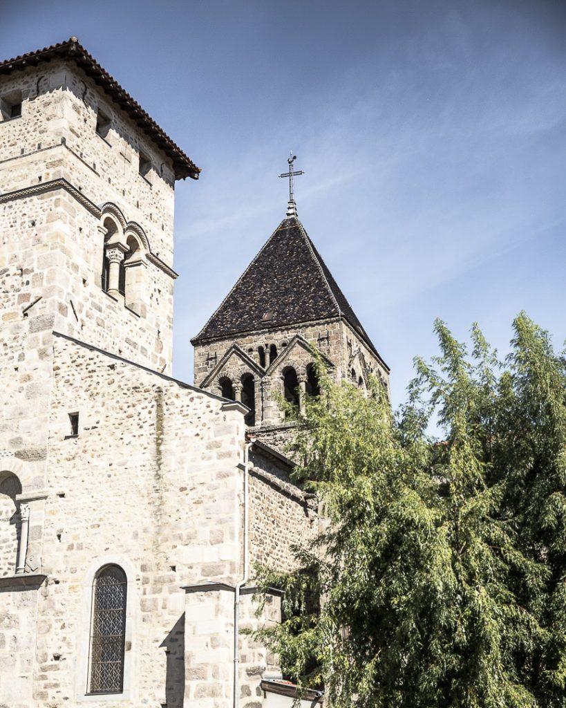 Week-end dans la Loire : vue sur l'église de Saint Rambert - Loire, France