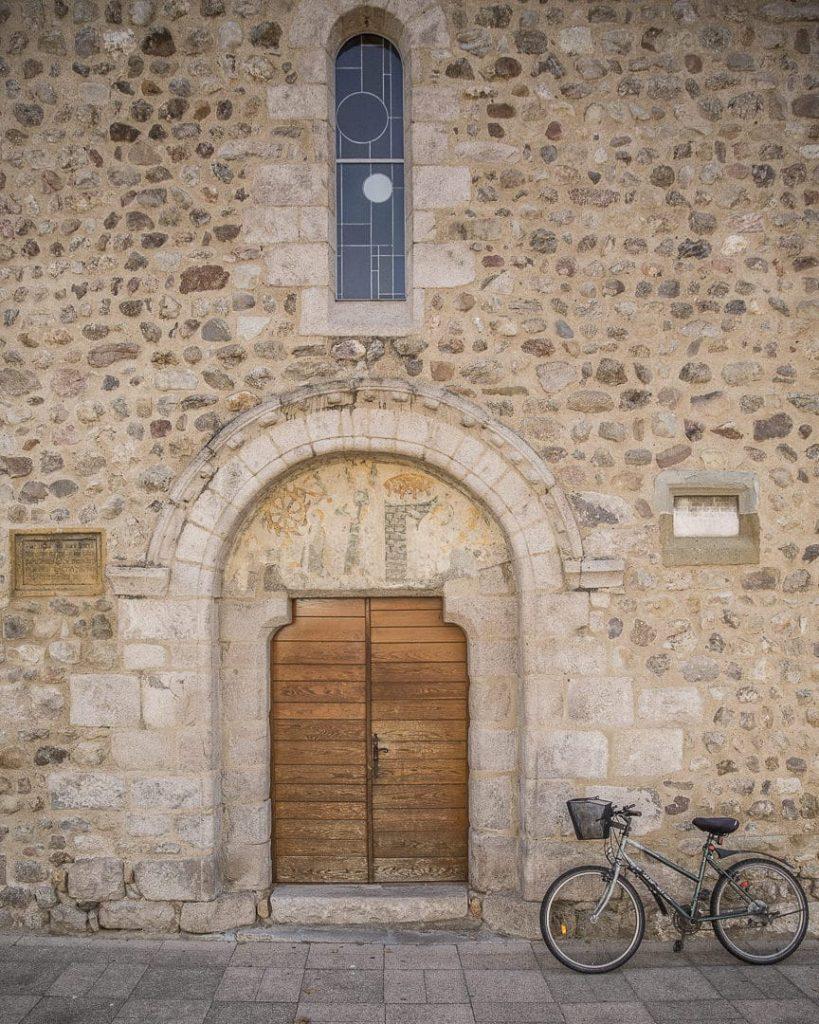 Week-end dans la Loire : entrée de la Chapelle sainte Catherine Saint Marcellin en Forez - Loire, France