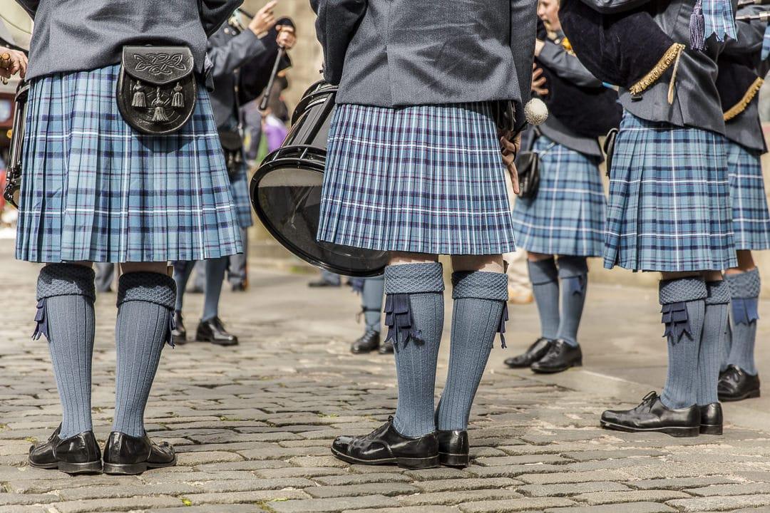 Pipe band dans les rues d'Edimbourg