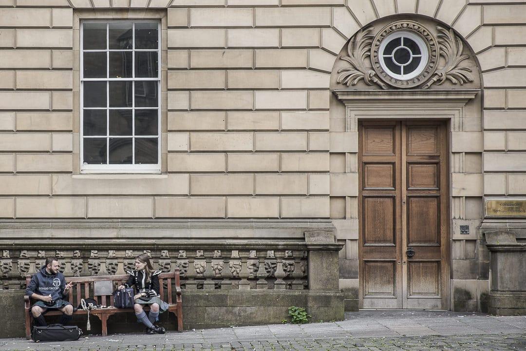 Drague sur les bancs publics Edimbourg style