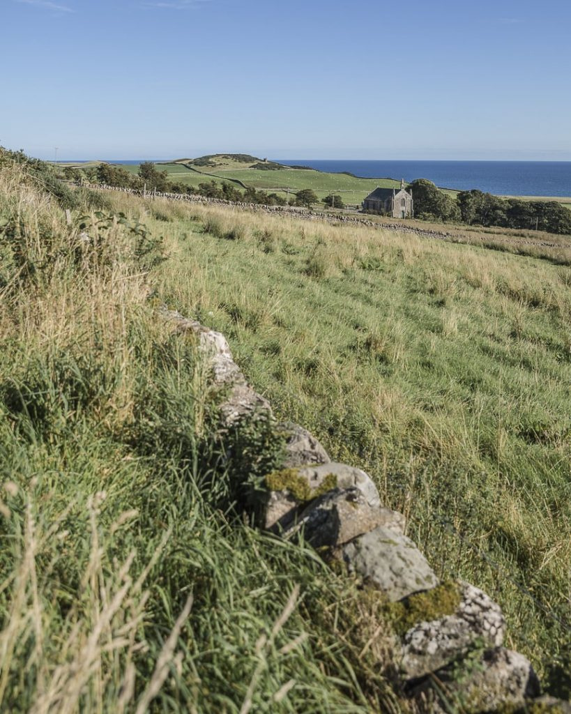 Chapelle dans le paysage sur la côte est de la North Coast 500