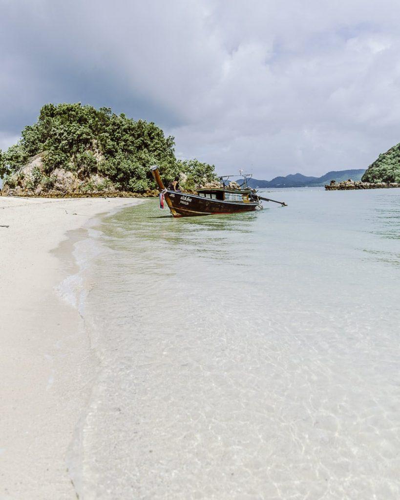 L'eau transparente de Koh Pak Bia en Thaïlande