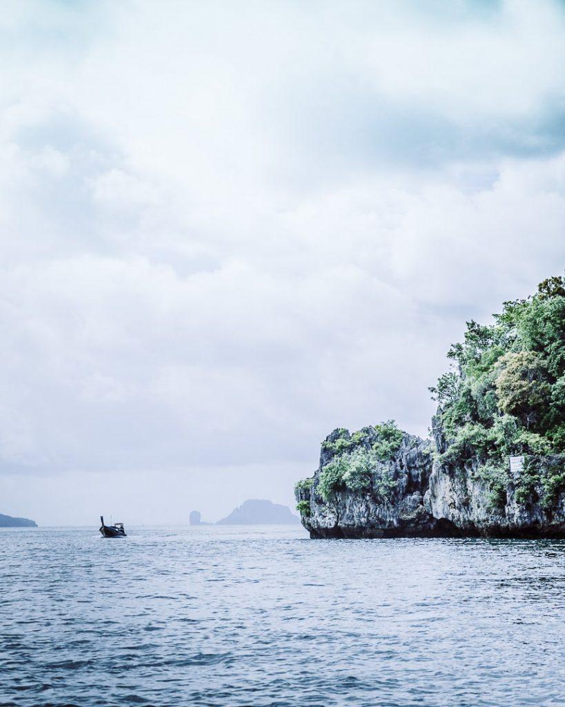 La baie de Phang Nga et ses long tail boats - Thailande