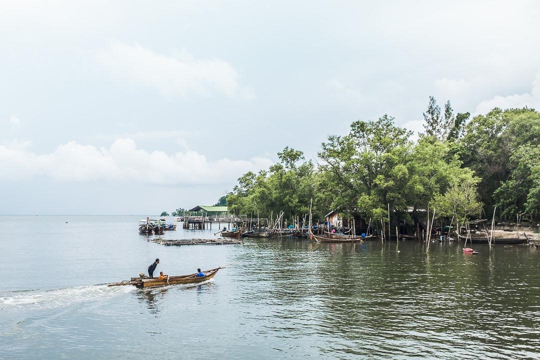 Retour de pêche à Tha Len pier, Krabi - Thailande
