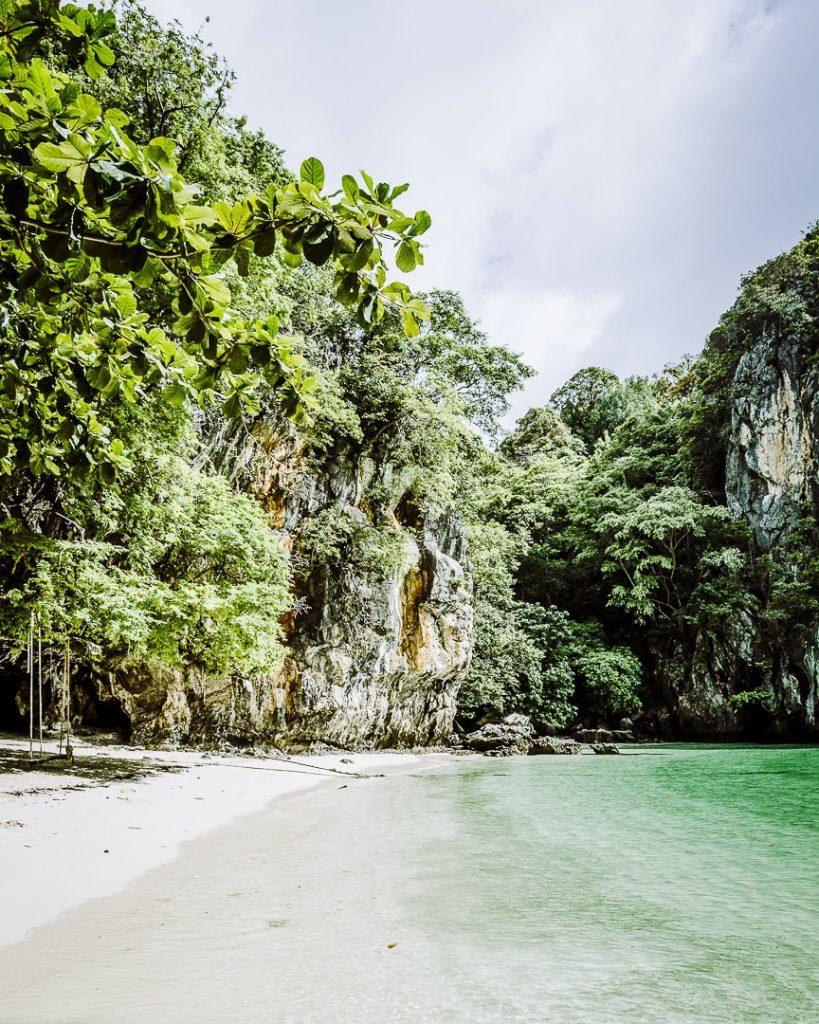 L'eau translucide de l'ile de Koh Lao La Ding, ile de la baie de Phang Nga - Thailande