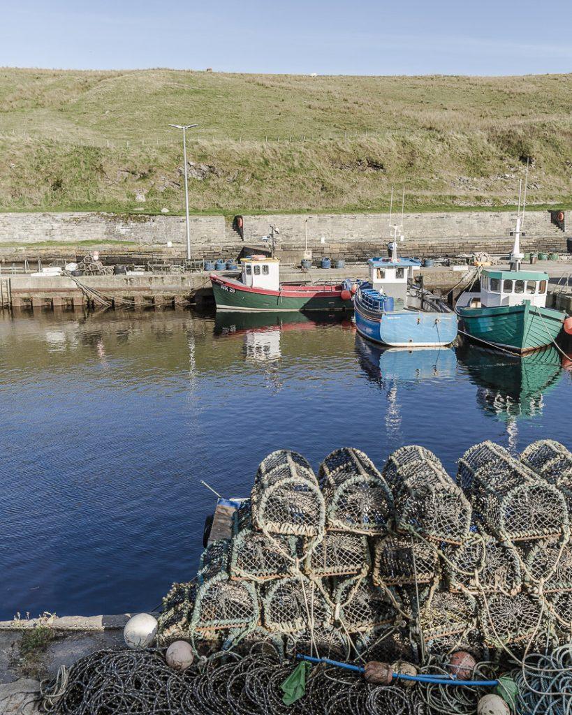 Petits bateaux de pêche du port de Lybster - North coast 500, Ecosse