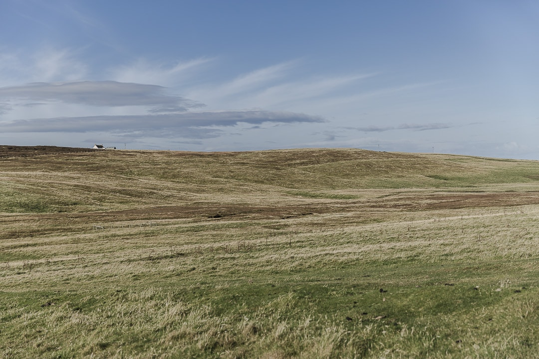 Magnifiques hauteurs de Duncansby head au nord-est des highlands en Ecosse