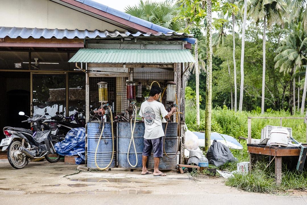 Station essence de Pasai beach sur Koh Yao Noi, Thailande