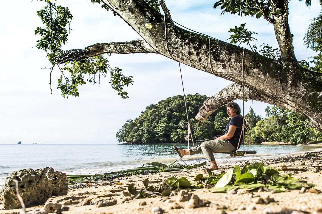 Sur la balançoire Koh Yao Noi, Baie de phang Nga, Thaïlande