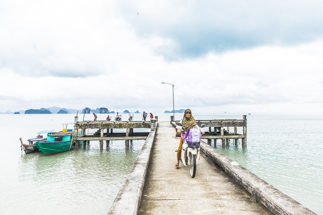 Sur le ponton de Koh Yao Noi - Baie de Phang Nga, Thaïlande