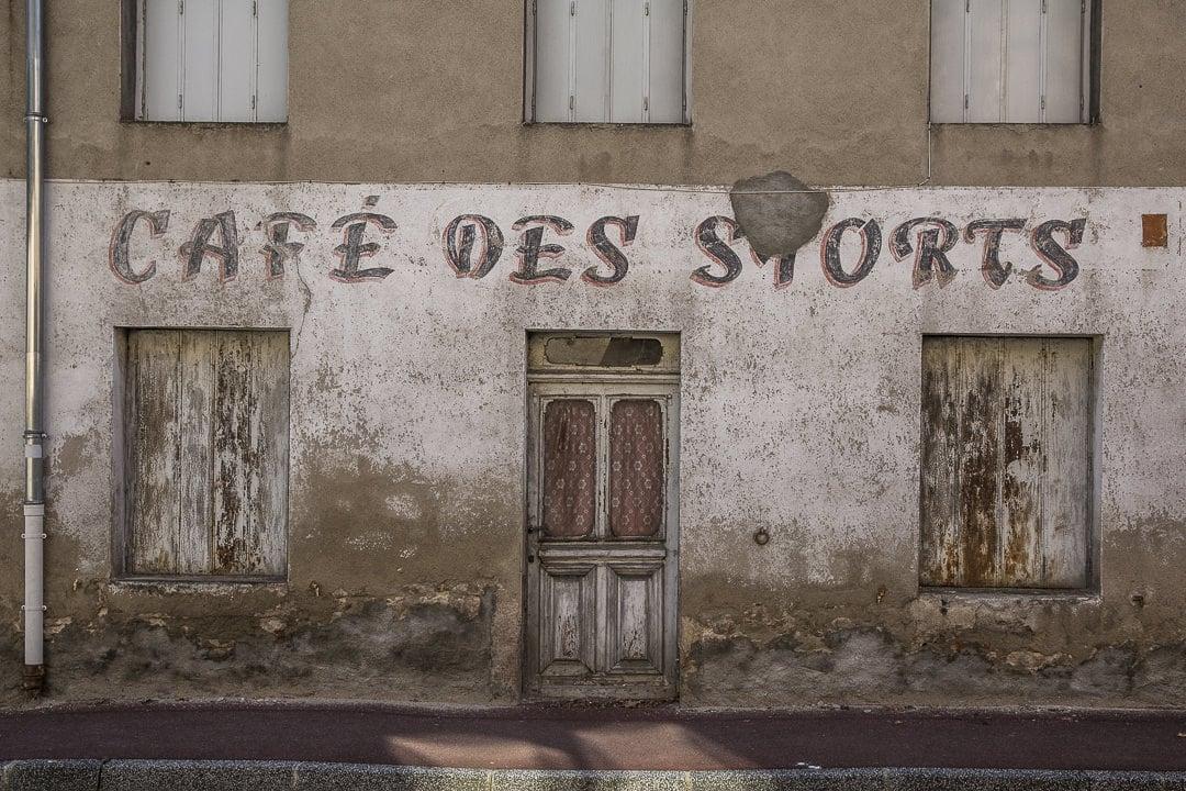 Façade du café des sports Saint Marcellin en Forez - Loire, France