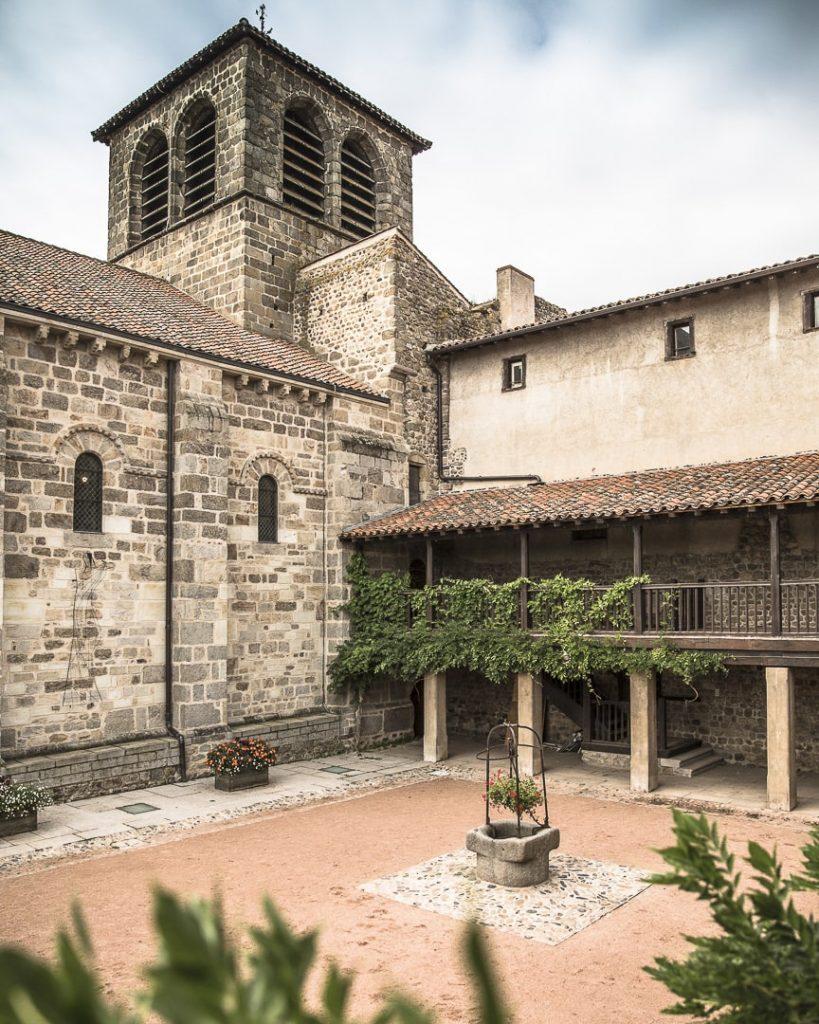 Cloitre du prieuré de l'ensemble monastique de Champdieu