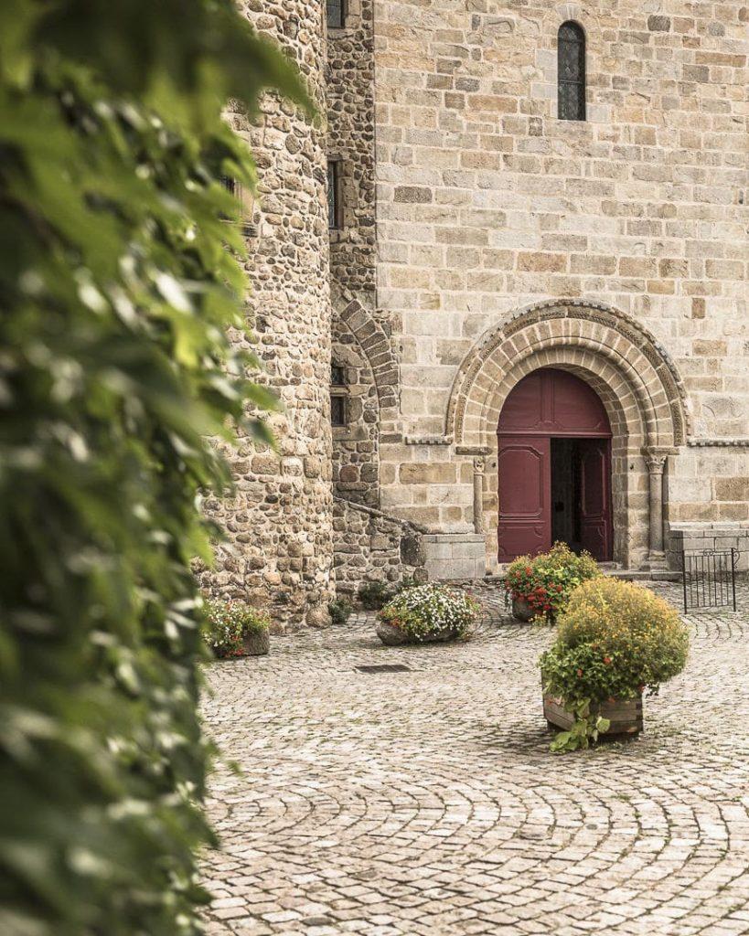 Entrée de l'église de Champdieu