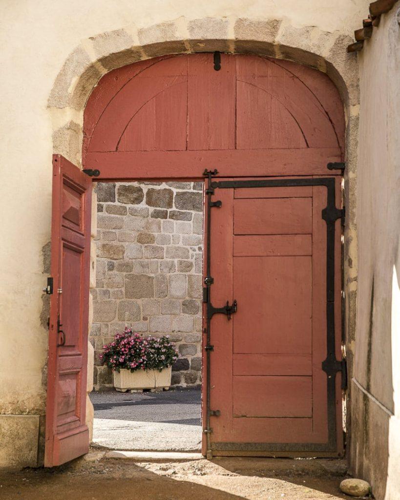 Week-end dans la Loire : porte de l'Armorial Saint Marcellin en Forez - Loire, France