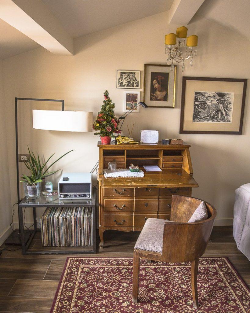 Bed and Breakfast Basilmelli 12 à Saint Marin, bureau de la chambre de l'étage