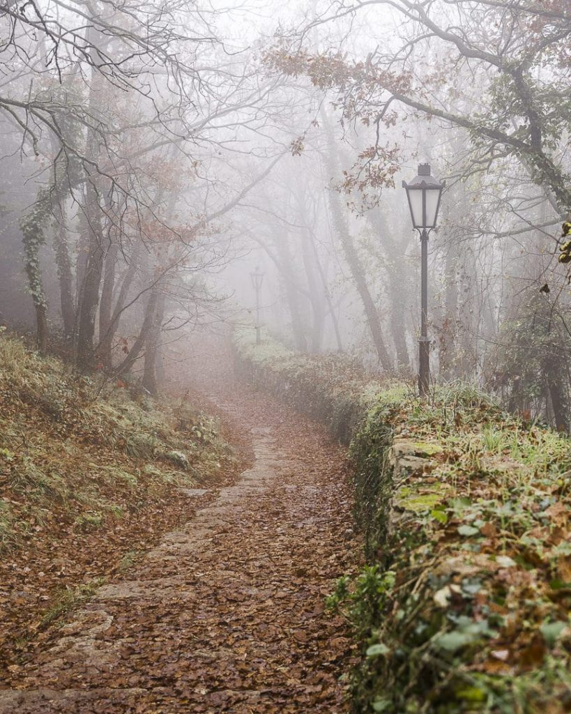noel-a-saint-marin-le-chemin-dans-le-brouillard