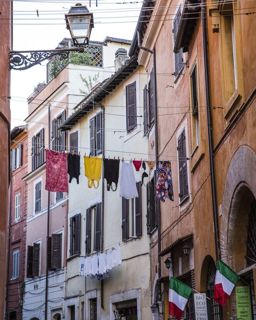 Rue typique du quartier du Trastevere à Rome