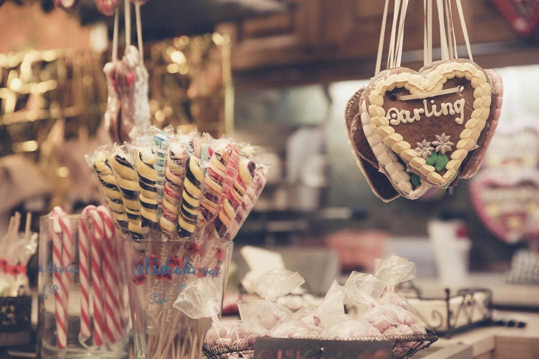 Pains d'épice et sucre d'orge sur le marché de Noël de Kempten en Allemagne