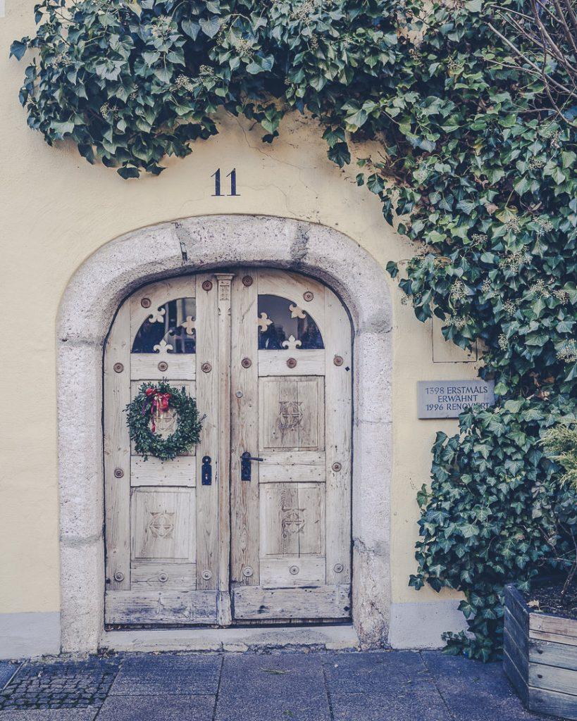 Porte sur la place de Füssen