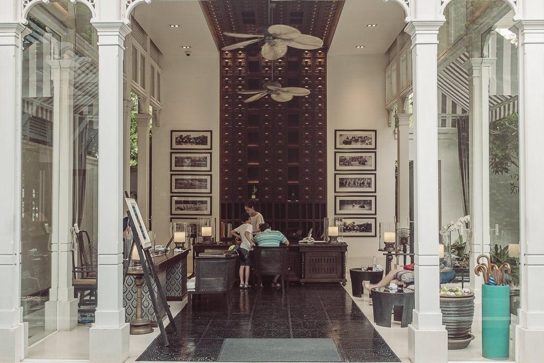 Réception de l'hotel de luxe 137 pillars house à Chiang Mai